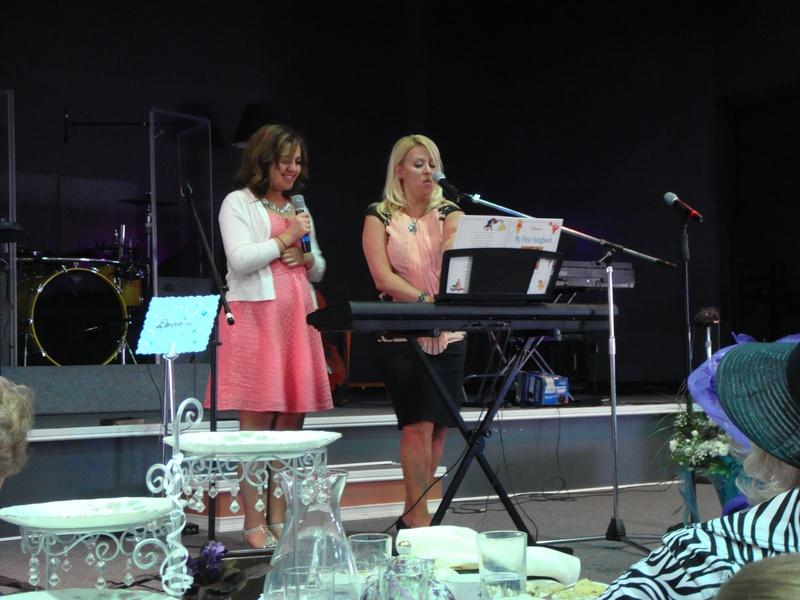 Mayor Shawna Girgis and her daughter Entertain.