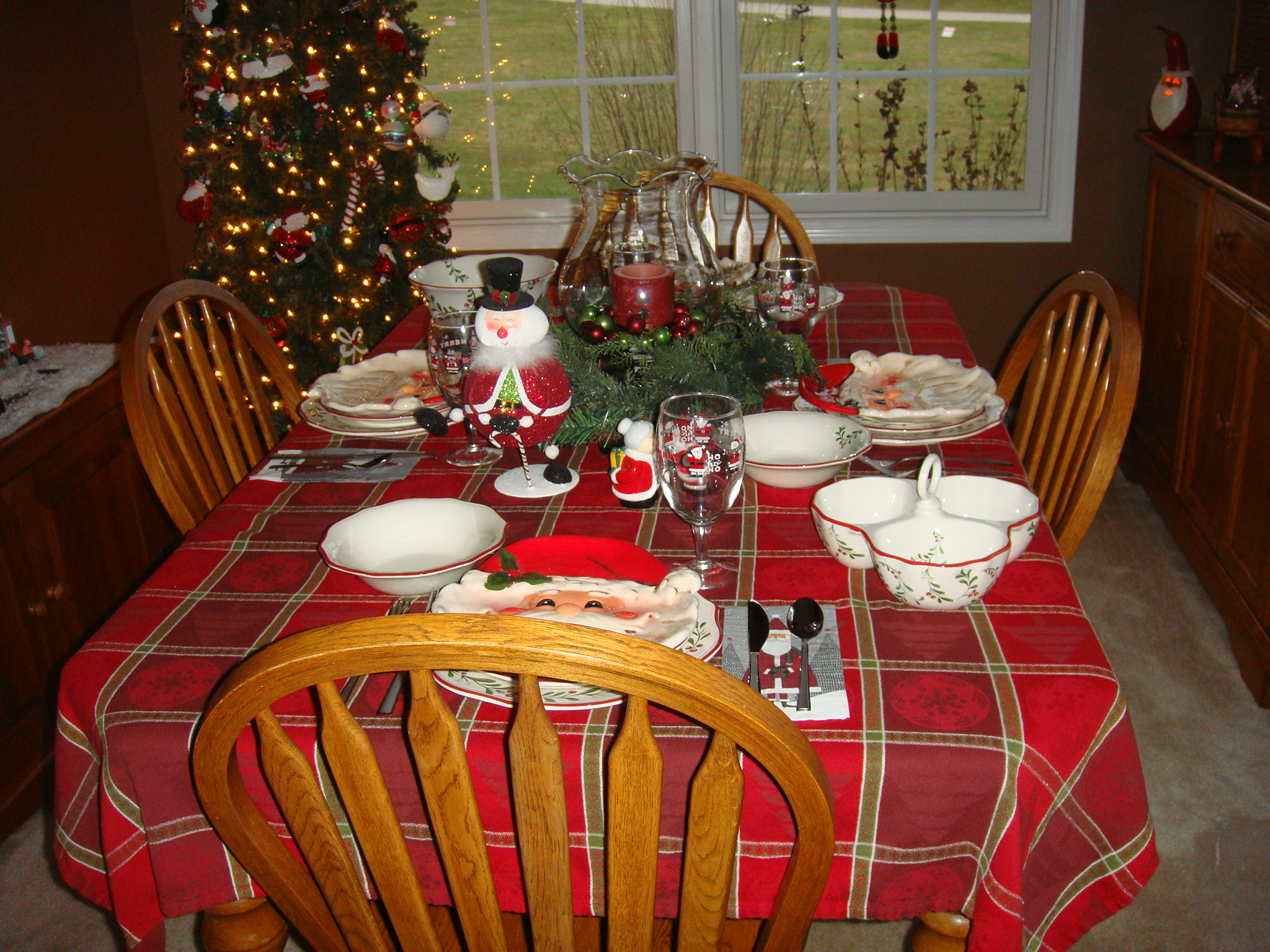 Gillespie Home Set Table